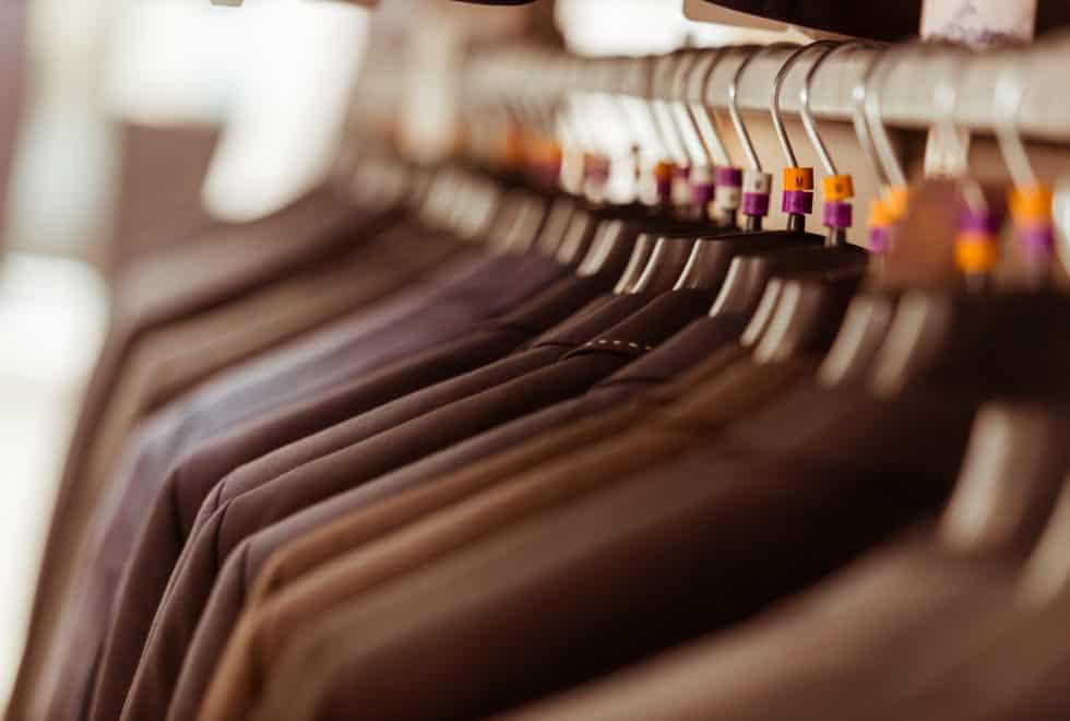 5ff6dd13 Innspurten av Black Weekend er i gang. Her er våre topp 5 merkeklær du  kjøper nå for både han og henne.